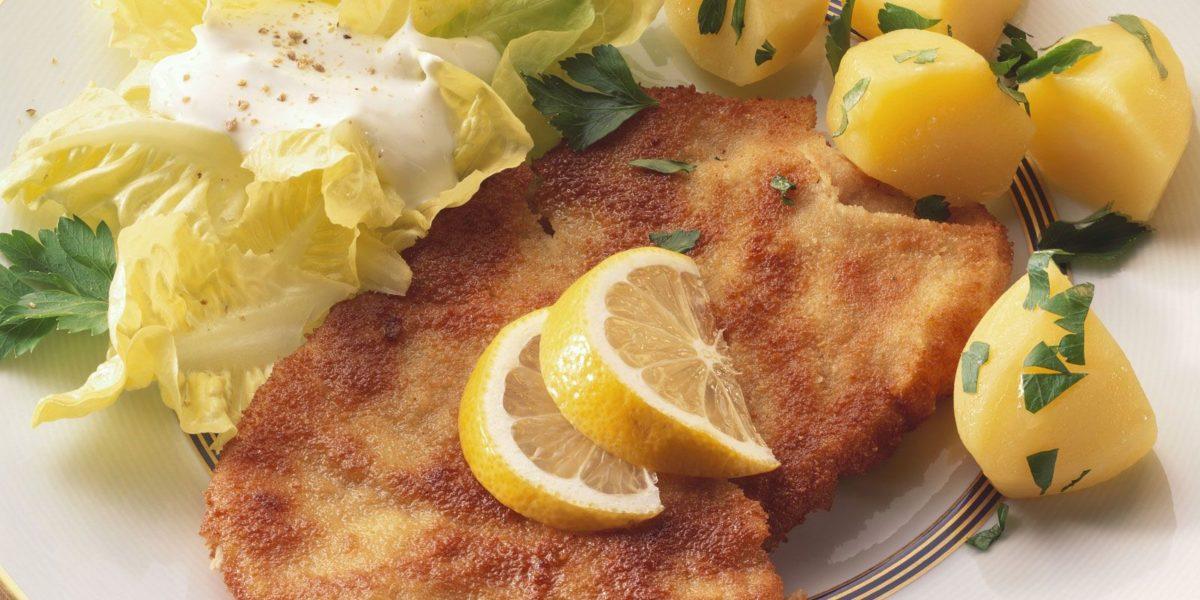 wiener-schnitzel-mit-salat-und-kartoffeln-60959